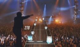 Vous entrez littéralement dans la peau d'un guitariste superstar et vivez le concert de l'intérieur!