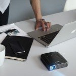 Le PicoPix lit tous types de fichiers audio, vidéo et images, et est doté de la suite Office. Idéal pour le boulot... mais aussi pour les séances de home cinéma numériques!