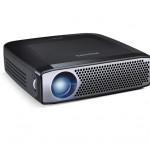 Avec sa lentille LED de 350 Lumens, son pavé tactile, sa batterie, sa mémoire interne et son poids ultra léger, le PicoPix est le vidéoprojecteur nomade par excellence