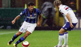 MILAN, ITALY - SEPTEMBER 26:  Luis Figo of Inter Milan in action during the Serie A match between Inter Milan and Sampdoria at the San Siro Stadium on September 26, 2007 in Milan, Italy. (Photo by New Press/Getty Images) *** Local Caption *** Luis Figo